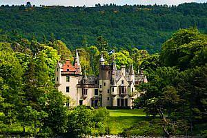 Luxury rental of Tarn Castle